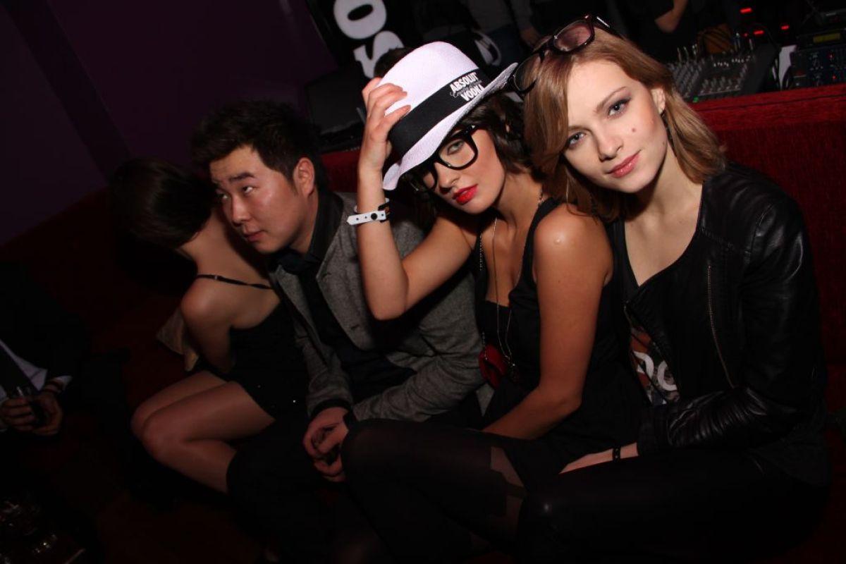 """Uczestniczki """"Top Model"""" i Bilguun na imprezie urodzinowej Qlture Events i Michała Szpaka"""